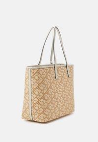 Calvin Klein - SHOPPERLAPTOP POUCH RAFFIA SET - Torba na zakupy - beige - 1