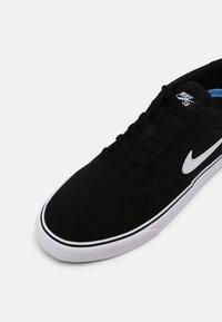 Nike SB - CHRON 2 UNISEX - Trainers - black/white - 6