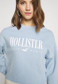 Hollister Co. - CREW SWEATSHIRT - Sweatshirt - light blue - 5
