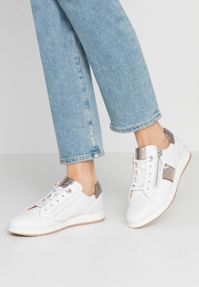 LACE-UP - Matalavartiset tennarit - white