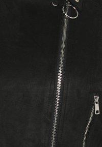Simply Be - SUEDETTE BIKER - Chaqueta de cuero sintético - black - 4