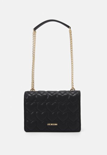 HEART QUILTED SHOULDER BAG