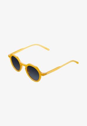 Sunglasses - amber carbon