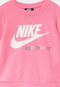 Nike Sportswear - HERITAGE CREW - Sweatshirt - pink - 2