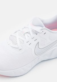 Nike Performance - RENEW RIDE 2 - Zapatillas de running neutras - white/football grey/metallic silver/arctic punch - 5