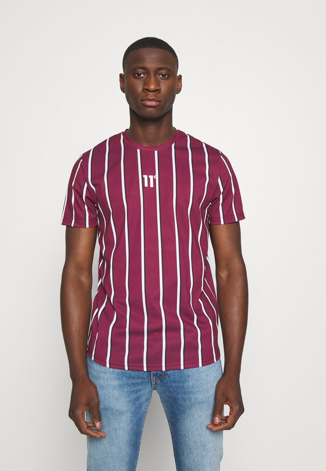 VERTICAL STRIPE TEE - Print T-shirt - burgundy/white