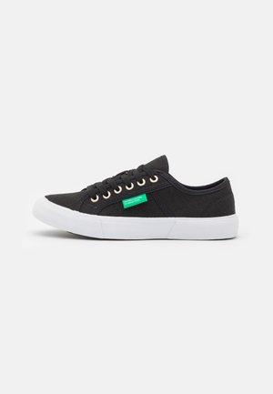 TYKE - Sneakers basse - black