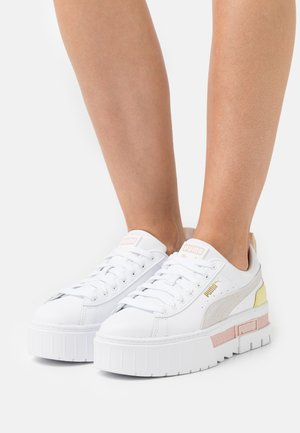 MAYZE - Sneakers laag - white/lotus