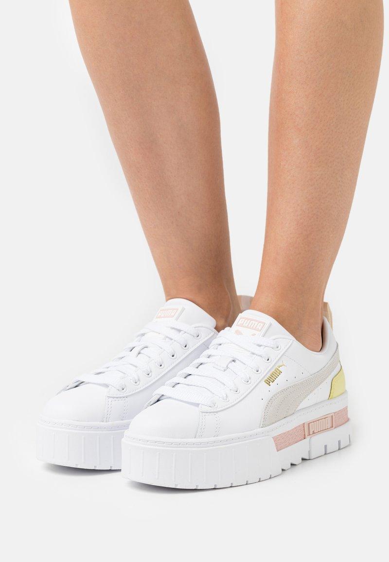 Puma - MAYZE - Sneakers laag - white/lotus