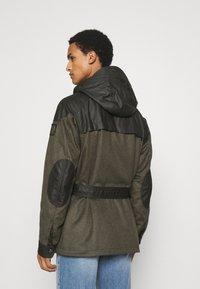 Belstaff - LANDSMAN - Krátký kabát - faded olive/salvia - 2