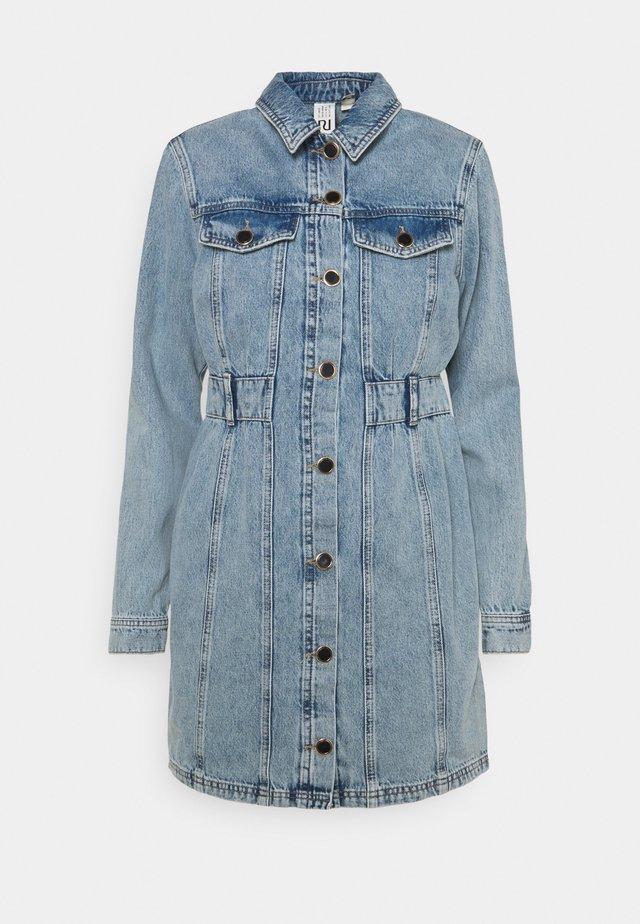 REMY DRESS - Sukienka jeansowa - denim mid