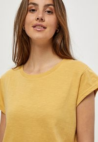 Minus - LETI - Basic T-shirt - cornbutter - 3
