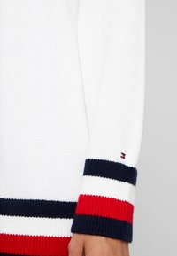 Tommy Hilfiger - ESSENTIAL TIPPING - Maglione - white - 4