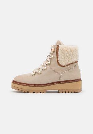 OUTDOOR FLAT  - Winter boots - classic beige