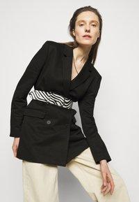 Iro - LITTA - Krátký kabát - black - 5