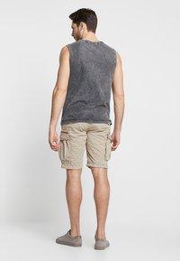 Superdry - PARACHUTE - Shorts - sand - 2