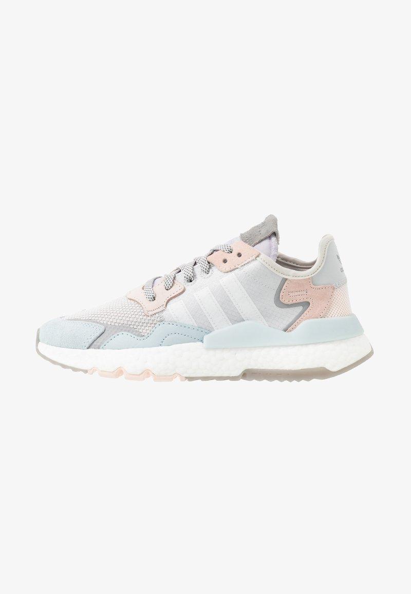 Perth Bandido Escandaloso  adidas Originals NITE JOGGER - Trainers - grey one/footwear white/pink  tint/grey - Zalando.ie