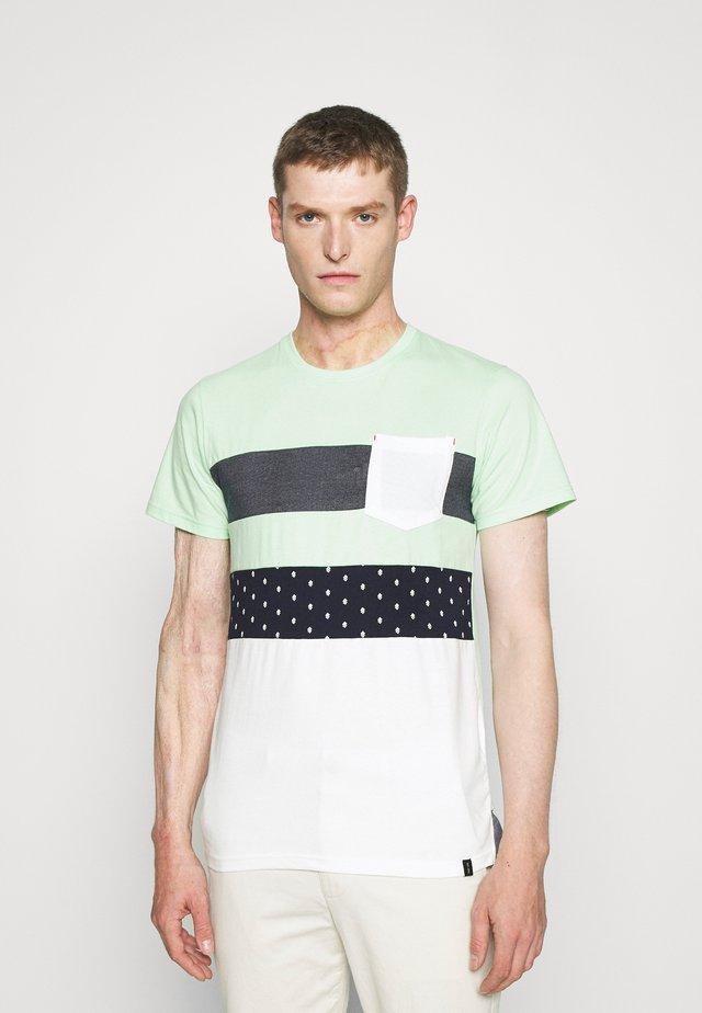 SILKEBORG - Print T-shirt - pastel green
