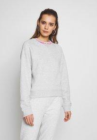 Tommy Jeans - Sweatshirt - pale grey - 0
