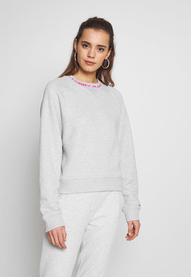Collegepaita - pale grey
