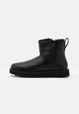 CLASSIC ZIP MINI - Bottes de neige - black
