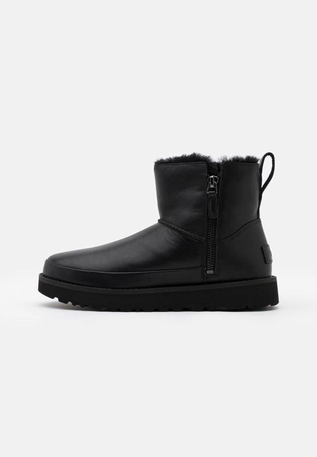 CLASSIC ZIP MINI - Zimní obuv - black
