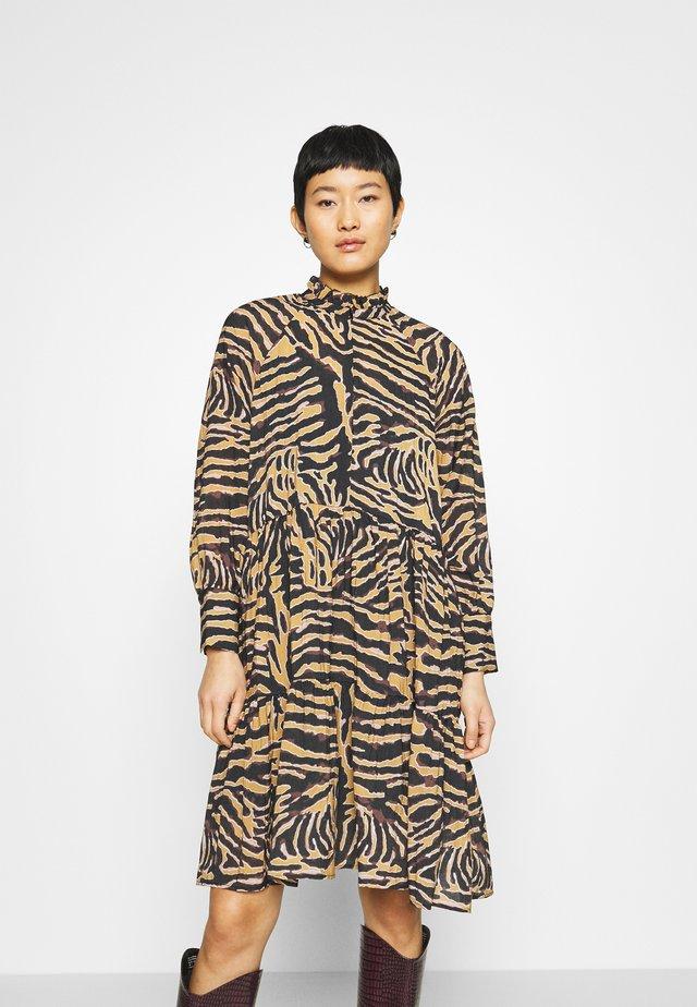 ZEBRALY DRESS - Korte jurk - bistre