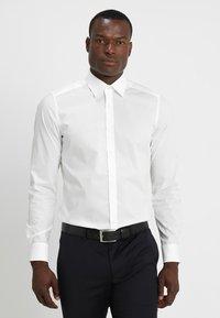 OLYMP Level Five - OLYMP LEVEL 5 BODY FIT - Koszula biznesowa - offwhite - 0