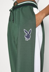 Missguided - PLAYBOY VARSITY WIDE LEG TRICOT PANTS - Tracksuit bottoms - green - 5