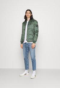 Calvin Klein Jeans - DAD - Relaxed fit -farkut - denim medium - 1