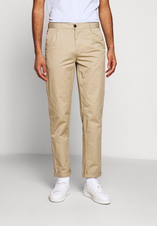 PINO PANTS - Pantalones chinos - grey sand