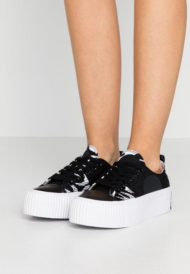 PLIMSOLL PLATFORM - Sneakers basse - black/white