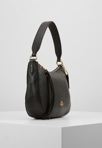 Coach - PEBBLE SUTTON CROSSBODY - Torebka - black - 3