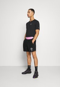 Nike Performance - Korte broeken - black/reflective silver - 1