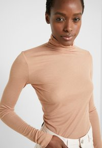 BLANCHE - WRAPPA BLOUSE - Svetr - toffee - 3