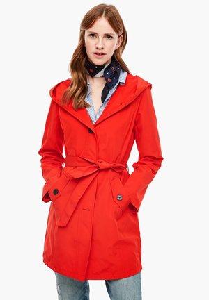 MIT BINDEGÜRTEL - Short coat - red