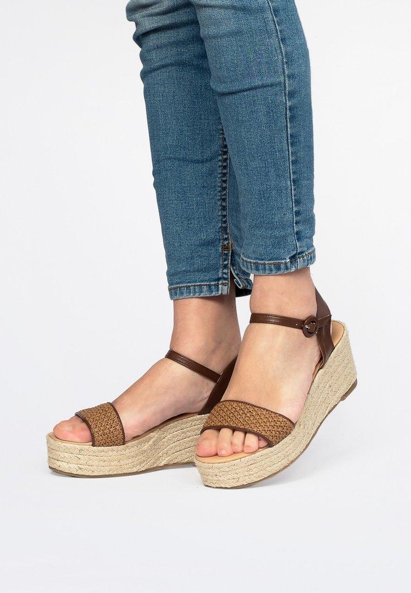 Maria Barcelo - Wedge sandals - Cuero