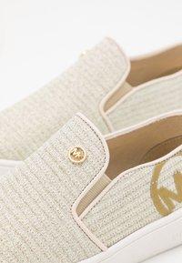 MICHAEL Michael Kors - JEM RACHEL - Sneakers basse - vanilla/gold - 5