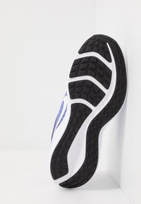 Nike Performance - DOWNSHIFTER 10 - Zapatillas de running neutras - light thistle/white/photon dust/black - 5