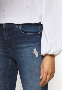 ONLY Petite - ONLBLUSH LIFE - Jeans Skinny Fit - medium blue denim - 5
