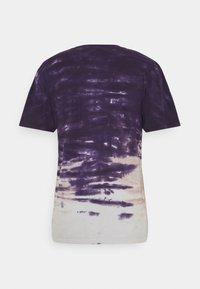 HUF - SKY WASH TEE - Print T-shirt - vintage violet - 1