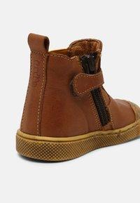 Froddo - ROSARIO CHELYS - Classic ankle boots - cognac - 5