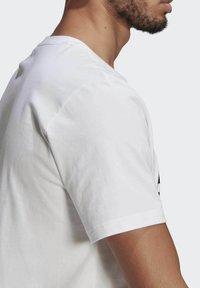 adidas Performance - ESSENTIALS BIG LOGO T-SHIRT - Print T-shirt - white - 5