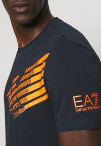 EA7 Emporio Armani - Print T-shirt - dark blue/orange - 5