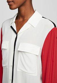 KARL LAGERFELD - KARL PIXEL COLOURBLOCK  - Camisa - white/black/red - 4