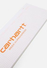 Carhartt WIP - WEEK IN PROGRESS PLANNER UNISEX - Other accessories - white/orange - 2