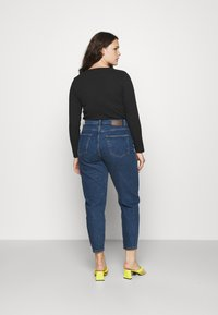 Pieces Curve - PCVERA RELAXED  - Relaxed fit jeans - medium blue denim - 2