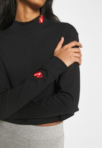Nike Sportswear - TEE MOCK LOVE - Camiseta de manga larga - black - 4