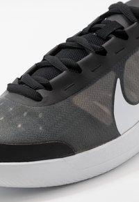 Nike Performance - COURT AIR MAX VAPOR WING MS - Tennisschoenen voor alle ondergronden - black/white/volt - 5