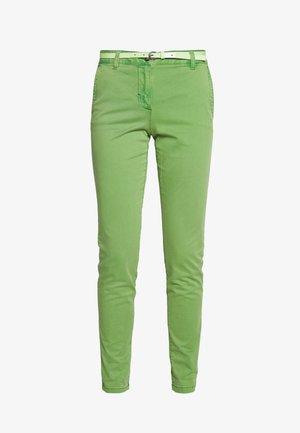BELTED SLIM - Chinos - sundried turf green